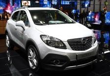 Las ventas de coches siguieron en julio su tendencia alcista con un aumento interanual del 4,3 por ciento en las matriculaciones hasta las 107.306 unidades, dijo el lunes la patronal del sector Anfac. En la imagen de archivo, el modelo Mokka que fabrica en España Opel, la marca con más ventas en julio, durante una feria en Ginebra, el 4 de marzo de 2015. REUTERS/Arnd Wiegmann