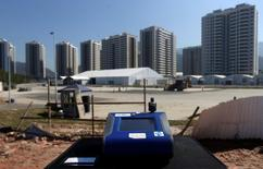 A machine tests for PM 2.5 levels in front of 2016 Rio Olympic Village in Rio de Janeiro, Brazil, June 17, 2016. Picture taken June 17, 2016. REUTERS/Ricardo Moraes