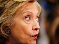 Кандидат в президенты США от Демократической партии Хиллари Клинтон во время агитационной акции в Комптоне, Калифорния, 6 июня 2016 года. Кремль сообщил в понедельник, что заявления США о причастности Москвы к атаке хакеров на электронную переписку членов Демократической партии являются попыткой скрыть тот факт, что предвыборной кампанией в США манипулируют внутренние силы. REUTERS/Mike Blake/File Photo