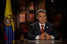 El presidente de Colombia, Juan Manuel Santos, durante un discurso a la nación en Bogotá. 18 de julio de 2016. El presidente de Colombia, Juan Manuel Santos, dijo el lunes que cuatro miembros del directorio del Banco Central votaron a favor de subir la tasa de interés en julio, mientras que los otros tres funcionarios pidieron dejarla estable. Presidency /Handout via Reuters.  SOLO PARA USO EDITORIAL. IMAGEN PROVISTA POR UN TERCERO.