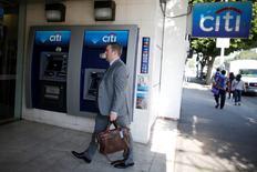 """Citigroup a annoncé lundi n'avoir pas vu """"d'impact négatif important"""" sur ses résultats, ni sur l'activité de ses clients, du vote britannique pour une sortie de l'Union européenne. /Photo d'archives/REUTERS/Lucy Nicholson"""