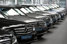 Les ventes de voitures neuves ont baissé de 3,9% en Allemagne en juillet, à environ 280.000 véhicules, leur premier recul depuis plus d'un an, /Photo d'archives/REUTERS/Michaela Rehle