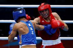 Russia's Andrey Zamkovoy (R) fights Kazakhstan's Serik Sapiyev during their Men's Welter (69kg) semi-final boxing match at the London Olympic Games August 10, 2012.   REUTERS/Damir Sagolj