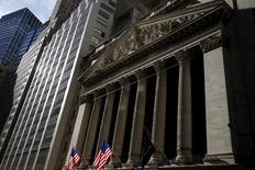 Wall Street progresse vendredi dans les premiers échanges, portée par l'annonce d'un nombre de créations d'emplois aux Etats-Unis nettement supérieures aux attentes en juillet. Vers 13h50 GMT, l'indice Dow Jones gagne  0,65% à 18.475,59 points. Le Standard & Poor's 500, plus large, progresse 0,49% et le Nasdaq Composite prend 0,58%. /Photo d'archives/REUTERS/Mike Segar