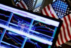 Le S&P 500, indice de référence des gérants de fonds, a atteint un nouveau record en séance vendredi après moins d'une heure d'échanges à Wall Street, porté par l'annonce de créations d'emplois nettement supérieures aux attentes aux Etats-Unis en juillet. Vers 14h15 GMT, le S&P 500 progresse de 0,68% à 2.178,93 points après avoir juste avant inscrit un pic historique de 2.179,89. /Photo d'archives/REUTERS/Lucas Jackson