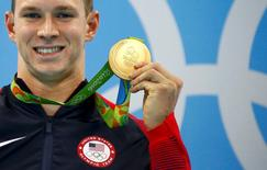 2016 Rio Olympics - Swimming - Victory Ceremony - Men's 100m Backstroke Victory Ceremony - Olympic Aquatics Stadium - Rio de Janeiro, Brazil - 08/08/2016. Ryan Murphy (USA) of USA poses with his gold medal. REUTERS/David Gray