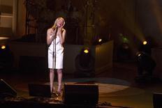 Cantora LeAnne Rimes se apresenta durante show em Washington 19/11/2014 REUTERS/Mary F. Calvert