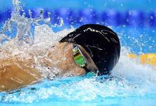 """2016 Rio Olympics - Swimming - Men's 4 x 200m Freestyle Relay - Olympics Aquatics Stadium - Rio de Janeiro, Brazil - 09/08/2016. Michael Phelps (USA) of USA swims with an inverted Speedo cap borrowed from teammate Conor Dwyer after his own """"MP"""" cap ripped. Picture taken August 9, 2016. REUTERS/Michael Dalder"""