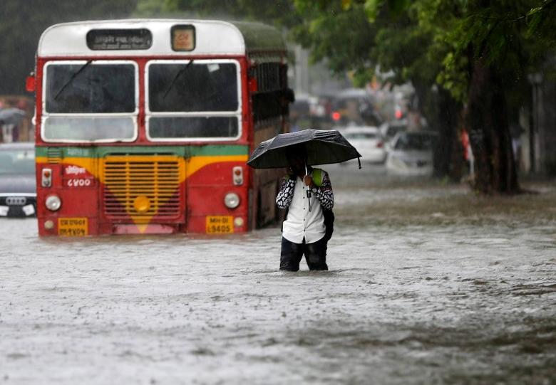 India's monsoon rains 15 percent above average in past week: weather office