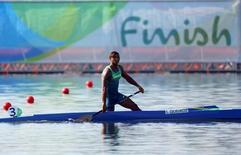 Canoísta Isaquias Queiroz durante bateria da Rio 2016 na lagoa Rodrigo de Freitas.     15/08/2016         REUTERS/Murad Sezer