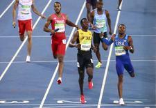 2016 Rio Olympics - Athletics - Preliminary - Men's 4 x 400m Relay Round 1 - Olympic Stadium - Rio de Janeiro, Brazil - 19/08/2016. Javon Francis (JAM) of Jamaica and David Verburg (USA) of USA finish the race. REUTERS/David Gray