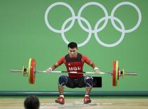 Chagnaadorj Usukhbaya compete no levantamento de peso.  07/08/2016.  REUTERS/Stoyan Nenov