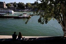 Le secteur du tourisme à Paris et en Ile-de-France a perdu 750 millions d'euros environ de chiffre d'affaires au premier semestre 2016 en raison notamment des attentats, des grèves et des inondations. La fréquentation touristique a reculé de 6,4% par rapport au premier semestre 2015, une baisse sans précédent depuis 2010, selon le Comité régional du tourisme qui en appelle à la mise en place d'un plan ORSEC. /Photo prise le 23 août 2016/REUTERS/Pascal Rossignol