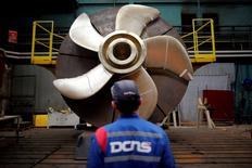 Le constructeur naval français DCNS, qui doit construire la prochaine génération de sous-marins australiens, a été victime d'une fuite massive de données concernant des sous-marins conçus pour l'Inde. /Photo d'archives/REUTERS/Stephane Mahé