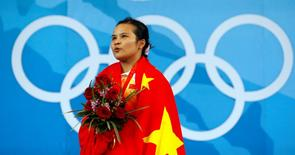 Chen Xiexia of China sings the national anthem after receiving her gold medal for the women's 48kg Group A weightlifting competition at the Beijing 2008 Olympic Games August 9, 2008. REUTERS/Oleg Popov (CHINA)