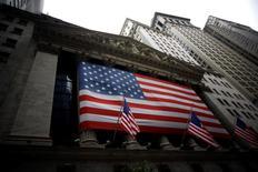 La Bourse de New York a fini en baisse de quelque 0,5% mercredi avec des pertes qui se sont accélérées en fin de séance, dans un contexte toujours attentiste avant un discours de la présidente de la Réserve fédérale, prévu vendredi et susceptible de contenir des indications sur le calendrier de la hausse des taux. /Photo d'archives/REUTERS/Eric Thayer
