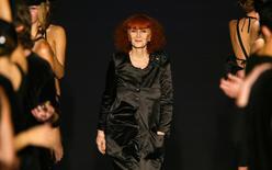Estilista francesa Sonia Rykiel durante desfile de sua coleção em Paris. 09/10/2003 REUTERS/Charles Platiau