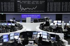 Les Bourses européennes ont terminé vendredi à la hausse après avoir entendu la présidente de la Réserve fédérale dire que le climat économique favorisait de plus en plus un resserrement monétaire aux Etats-Unis. À Paris, le CAC 40 a pris 0,8% à 4.441,87 points et gagne 0,94% sur la semaine. À Francfort, le Dax a avancé de 0,55% tandis qu'à Londres, le FTSE progressait de 0,31%. /Photo prise le 26 août 2016/REUTERS/Staff/Remote
