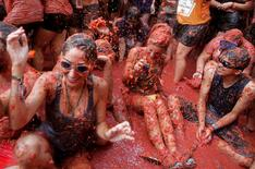Revellers battle with tomato pulp during the annual 'Tomatina' (tomato fight) festival in Bunol near Valencia, Spain, August 31, 2016. REUTERS/Heino Kalis