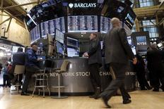 Les marchés actions américains pourraient rapidement sortir de leur torpeur estivale alors que se présente une période de l'année traditionnellement plus propice à la volatilité. /Photo d'archives /REUTERS/Brendan McDermid