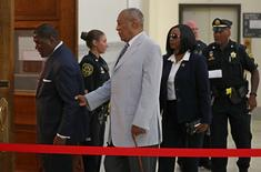 Bill Cosby is helped by an aide as he returns into Courtroom A in the Montgomery County Courthouse in Norristown, Pennsylvania, U.S. September 6, 2016.  REUTERS/Michael Bryant/Pool