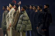 Modelos durante apresentação da coleção Yeezy Season 3, do cantor Kanye West, na Semana de Moda de Nova York.     11/02/2016            REUTERS/Andrew Kelly/File Photo