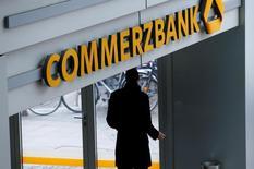Commerzbank a choisi comme nouveau président du conseil de surveillance Stefan Schmittmann, ex-responsable de la gestion du risque, selon une source proche du dossier. /Photo prise le 12 février 2016/REUTERS/Ralph Orlowski