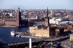 Vue de Stockholm. La croissance de l'économie suédoise a été plus forte qu'initialement prévu au deuxième trimestre. Sur la période avril-juin, le produit intérieur brut a augmenté de 0,5% contre une première estimation de +0,3%. Sur un an, la croissance est désormais donnée à 3,4% contre +3,1% précédemment. /Photo d'archives/REUTERS