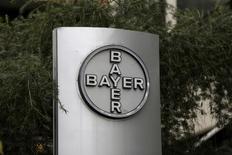 Bayer a annoncé mercredi le rachat de l'américain Monsanto pour 66 milliards de dollars (58,8 milliards d'euros) dette comprise, une opération conclue après des mois de négociations qui vise à créer le numéro un mondial des semences et des pesticides. /Photo prise le 1er mars 2016/REUTERS/Marco Bello