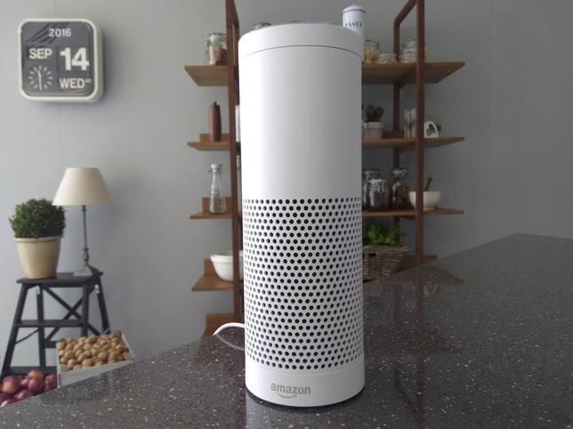 9月14日、米オンライン小売大手のアマゾン・ドット・コムは、音声を認識する人工知能内蔵スピーカー「Echo」を英国とドイツで販売開始した(2016年 ロイター)