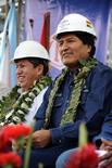 El presidente de Bolivia, Evo Morales, junto al ministro de Energía, Luis Alberto Sánchez, durante una ceremonia en Bulo Bulo, Bolivia. 5 de septiembre de 2016. El Gobierno de Bolivia dijo el jueves que adjudicó la ejecución del Proyecto Hidroeléctrico Rositas a las empresas China Three Gorges y China International Water & Electric, con una inversión inicial de 1.000 millones de dólares provenientes de uncrédito del Eximbank. Courtesy of Bolivian Presidency/Handout via REUTERS  IMAGEN SOLO PARA USO EDITORIAL