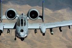 Штурмовик ВВС США А-10 Thunderbolt в небе Афганистана. Фотография сделана 14 июня 2009 года REUTERS/Staff Sgt. Jason Robertson/U.S. Air Force/Handout via Reuters