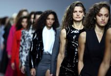Modelos durante desfile da Topshop na Semana de Moda de Londres.    18/09/2016       REUTERS/Neil Hall