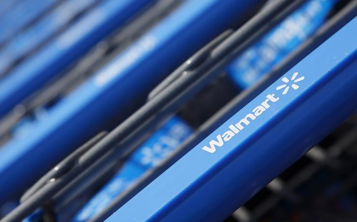 Wal-Mart pays quarterly bonuses to more store employees