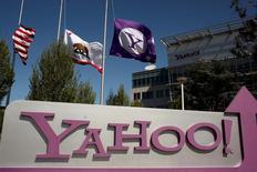 Логотип Yahooа здании штаб-квартиры компании в Калифорнии. Yahoo Inc на этой неделе подтвердит факт масштабной утечки данных со своего сервиса, сообщил технологический новостной портал Recode в четверг со ссылкой на ряд источников, знакомых с ситуацией.  REUTERS/Robert Galbraith/File Photo