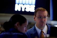La Bourse de New York a débuté en repli vendredi, avec la retombée des cours du pétrole, à l'issue d'un rally de trois jours lié au statu quo de la Réserve fédérale sur les taux. L'indice Dow Jones perd 0,20% à 18.356,61 points dans les premiers échanges. Le Standard & Poor's 500, plus large, recule de 0,23% à 2.172,21 points et le Nasdaq Composite cède 0,24% à 5.326,76 points. /Photo prise le 22 septembre 2016/REUTERS/Brendan McDermid