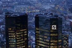 Deutsche Bank a déclaré lundi qu'elle résoudrait ses problèmes sans l'aide du gouvernement allemand. /Photo d'archives/REUTERS/Kai Pfaffenbach