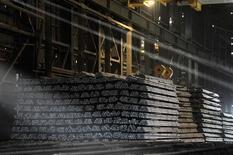 Barras de acero en una siderúrgica en Concepción, Chile, dic 5, 2014. La producción manufacturera en Chile habría aumentado un 0,6 por ciento en agosto, apoyada en un efecto calendario y un leve rebote de sectores como el de alimentos, mostró el miércoles un sondeo de Reuters.  REUTERS/Jose Luis Saavedra