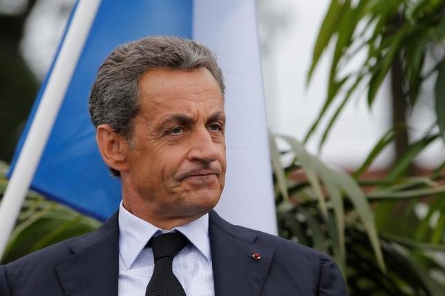 9月28日、2017年のフランス大統領選に向けた中道・右派の候補者指名争いで、サルコジ前大統領への支持がライバルのジュペ元首相よりも低いとする2つの世論調査結果が公表された。共和党の政党会開催地ラボールで4日撮影(2016年 ロイター/Stephane Mahe)