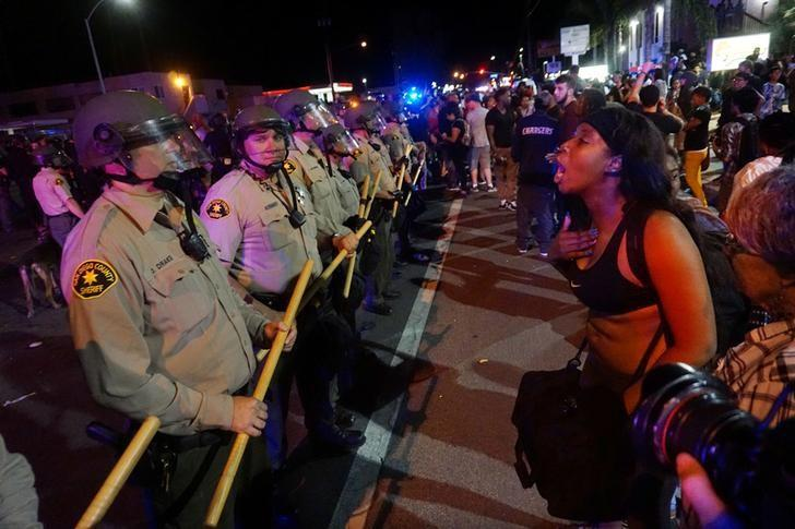 Protesters gather along Broadway Avenue to protest the fatal shooting of an unarmed black man on Tuesday by officers in El Cajon, California, U.S. September 28, 2016.  REUTERS/Sandy Huffaker