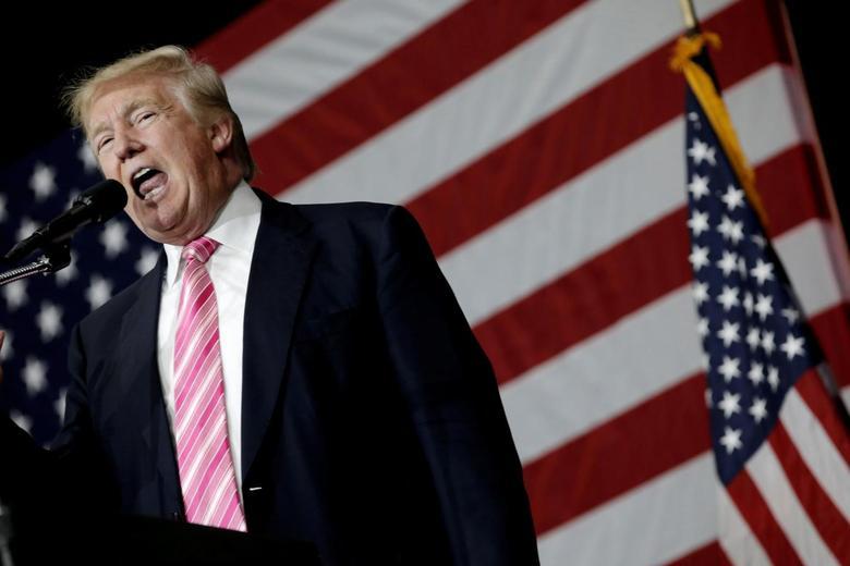 Republican presidential nominee Donald Trump speaks at a campaign rally in Manheim, Pennsylvania, U.S., October 1, 2016.  REUTERS/Mike Segar