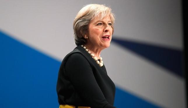 10月2日、メイ英首相(写真)は、欧州連合(EU)離脱に向けた交渉を来年の3月末までに始める考えを示した。同首相が、離脱交渉開始の具体的な時期に言及したのは初めて(2016年 ロイター/Toby Melville)