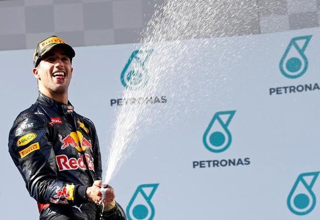 10月2日、自動車レースF1の今季第16戦、マレーシアGP決勝で、ダニエル・リカルドが今季初勝利を挙げた(2016年 ロイター/Edgar Su)