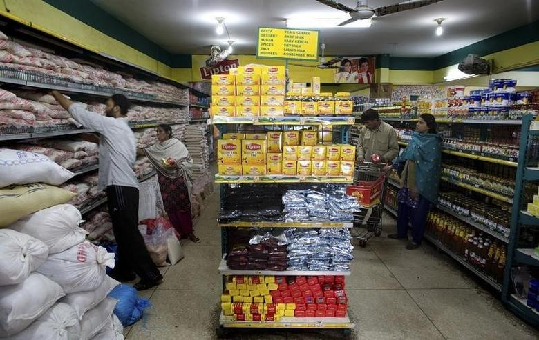 People shop at a store in Karachi January 9, 2008. REUTERS/Jerry Lampen/Files