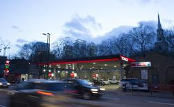 A Texaco service station displays the price of petrol and diesel close to the financial centre of London January 30, 2016. REUTERS/Paul Hackett