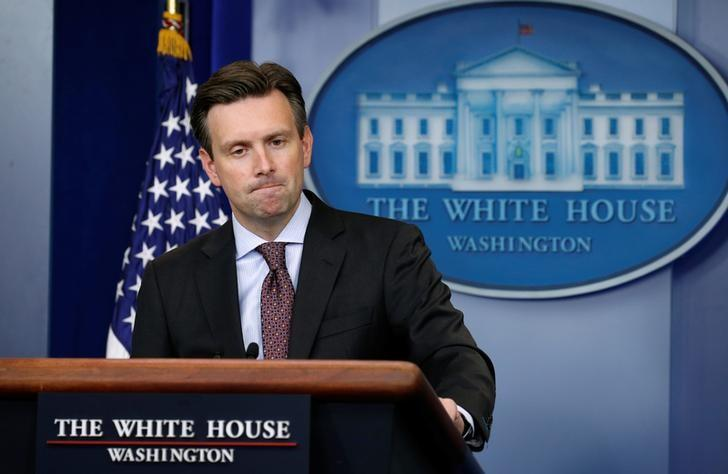 White House spokesman Josh Earnest pauses while answering a question about the situation in Syria from the briefing room of the White House in Washington, U.S., September 26, 2016. REUTERS/Kevin Lamarque