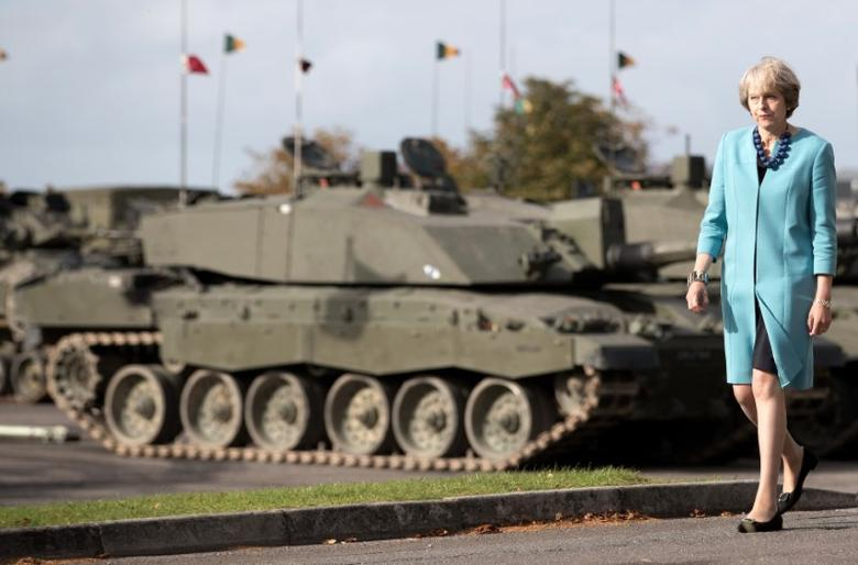 Prime Minister Theresa May passes tanks as she visits 1st Battalion The Mercian Regiment (Cheshire, Worcesters and Foresters, and Staffords) at their barracks at Bulford Camp on September 29, 2016 near Salisbury, England.  REUTERS/Matt Cardy/Pool