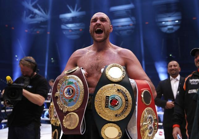 10月3日、ボクシングのヘビー級王者、タイソン・フューリーは、現役引退を発表したが、数時間後にその宣言を撤回した。デュッセルドルフで2015年11月撮影(2016年 ロイター)