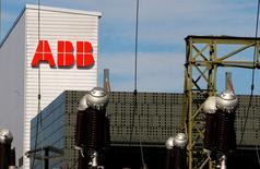 ABB a décidé de conserver sa division de réseaux électriques, Power Grids. Le groupe suisse d'ingénierie a également annoncé un programme de rachat d'actions pour 3 milliards de dollars sur la période 2017-2019. /Photo prise le 29 septembre 2016/TREUTERS/Arnd Wiegmann