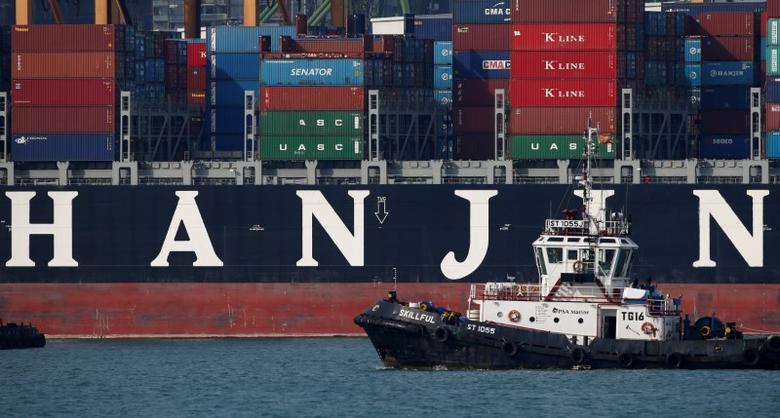 A tugboat passes Hanjin Hungary container ship at PSA's Tanjong Pagar terminal in Singapore September 28, 2016.  REUTERS/Edgar Su
